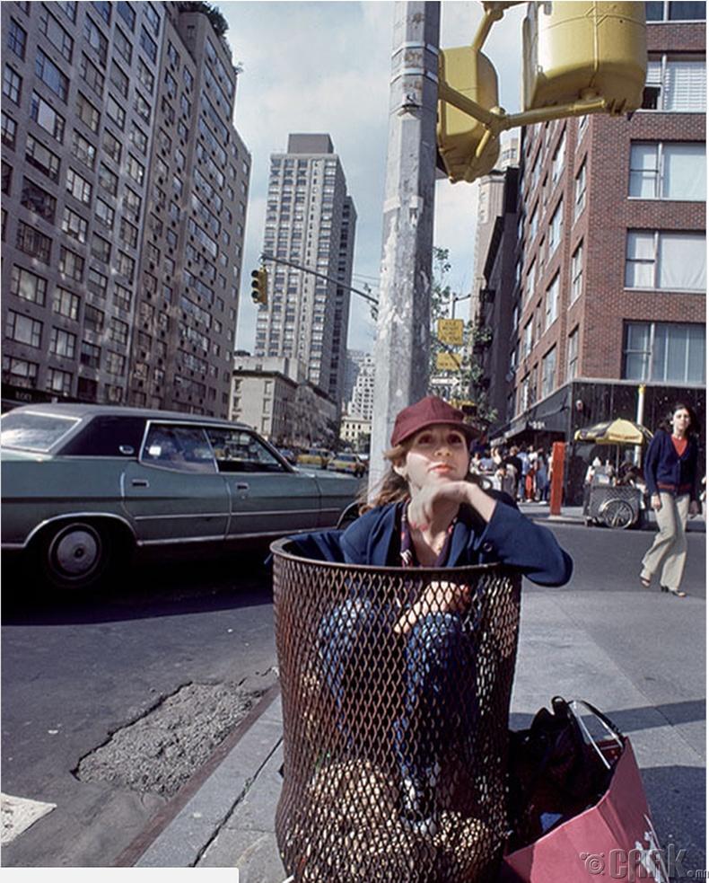 Жүжигчин Кери Фишер (Carrie Fisher) Нью-Йорк хотын гудамжинд, 1980 он