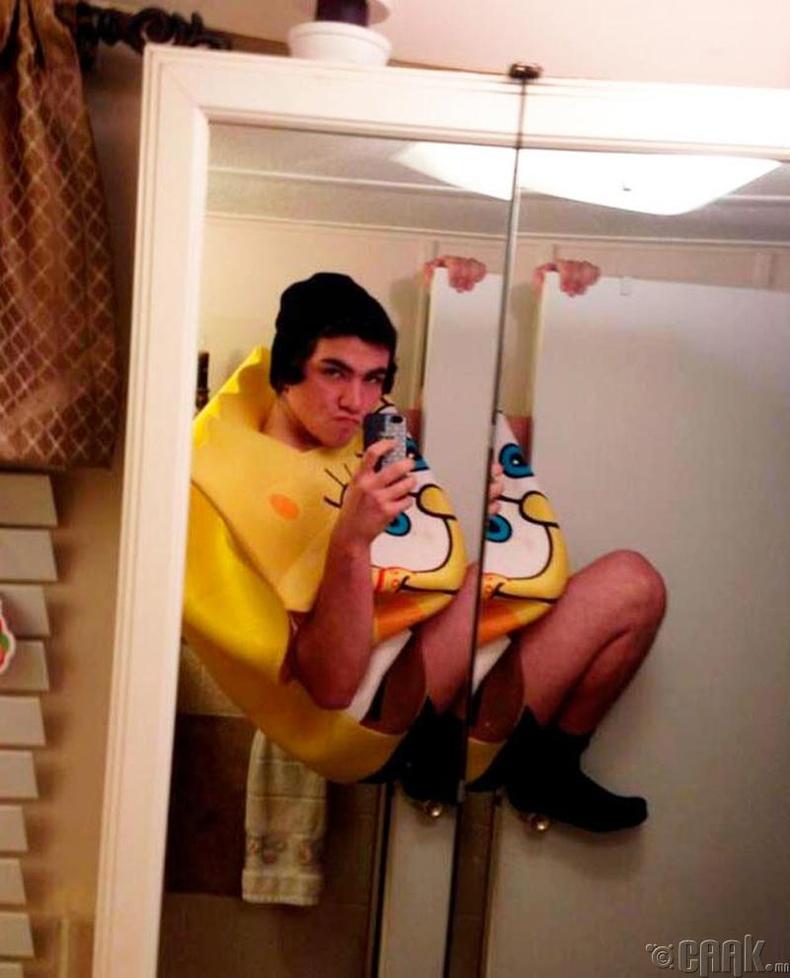 Хөвсгөр Боб (Spongebob) шиг хувцасласан Оскар