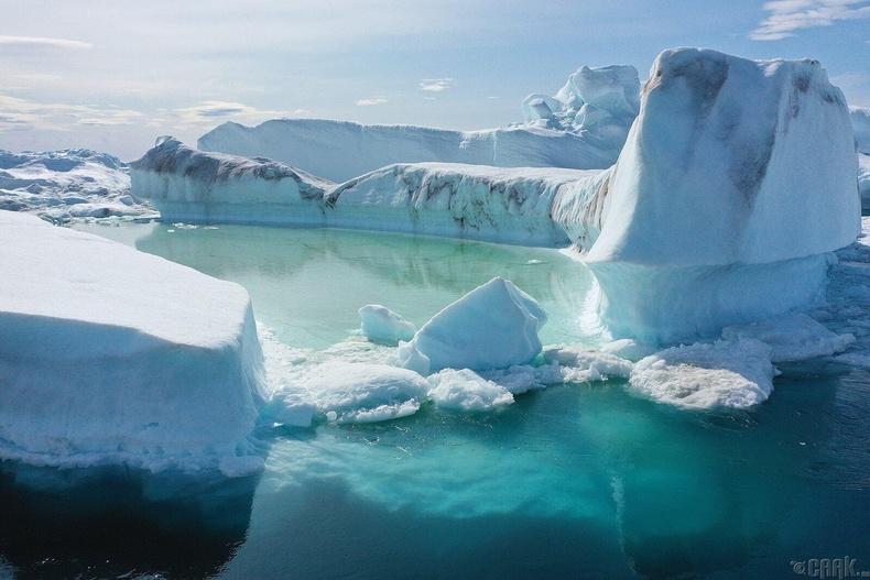 Илүлисса дахь хөвж буй мөсөн уул.