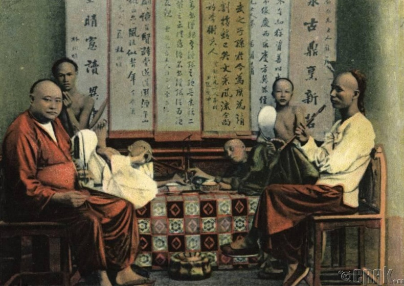 Шиша ашиглан опиум татаж буй иргэд, Хонг Конг, 1900-аад он