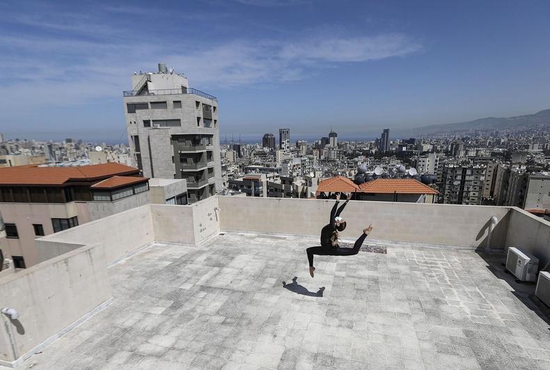 Шеразадэ Мами,  Тунисын бүжигчин байшингийнхаа дээвэр дээр