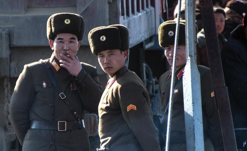 Зугтагсдыг барих зориулалттай Хойд Солонгосын хуурамч суурин
