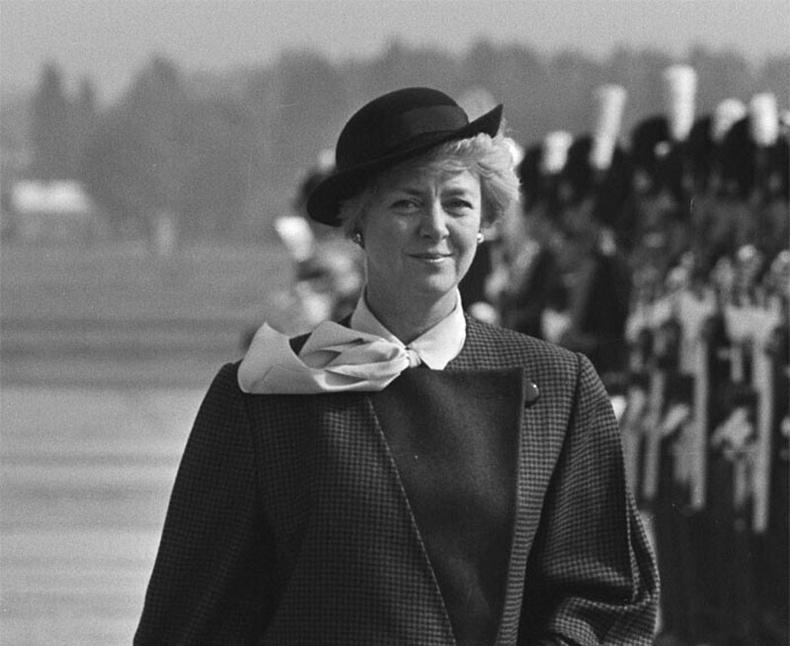Дэлхийн анхны эмэгтэй Ерөнхийлөгч Исландын Ерөнхийлөгч Вигдис Финнбогадоттир байв