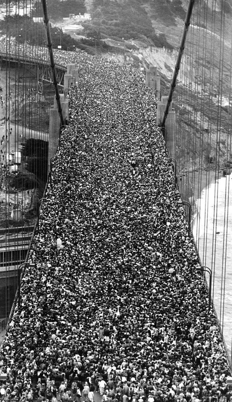 """""""Golden Gate Bridge"""" гүүрийн нээлтэд цугларсан хүмүүс, Сан Франциско хот - 1937 он"""