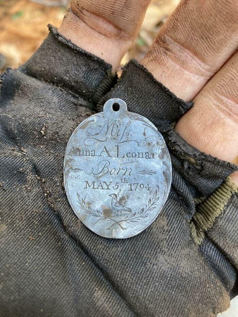 227 жилийн настай мөнгөн тэмдэг
