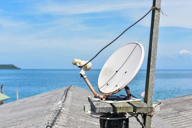 Далай доогуур интернэт дамждаг
