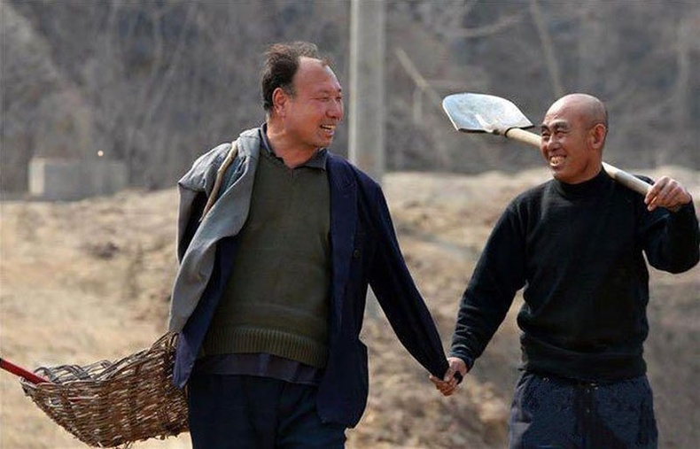 Хүүгээ өлсгөхгүйн тулд 10 мянган мод тарьсан Хятад эр