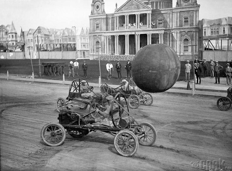 Машинтай поло тоглож буй эрчүүд - Канад, 1925 он