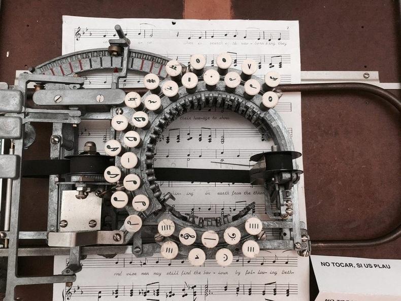 Компьютерээс өмнө хөгжмийн ноотыг ингэж хэвлэдэг байв