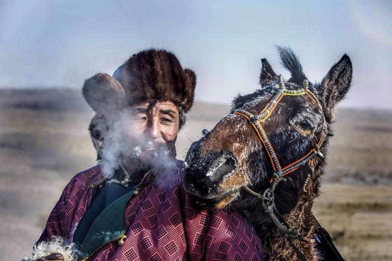 Монгол залуугийн бүтээл Yahoo.com дээр нийтлэгджээ