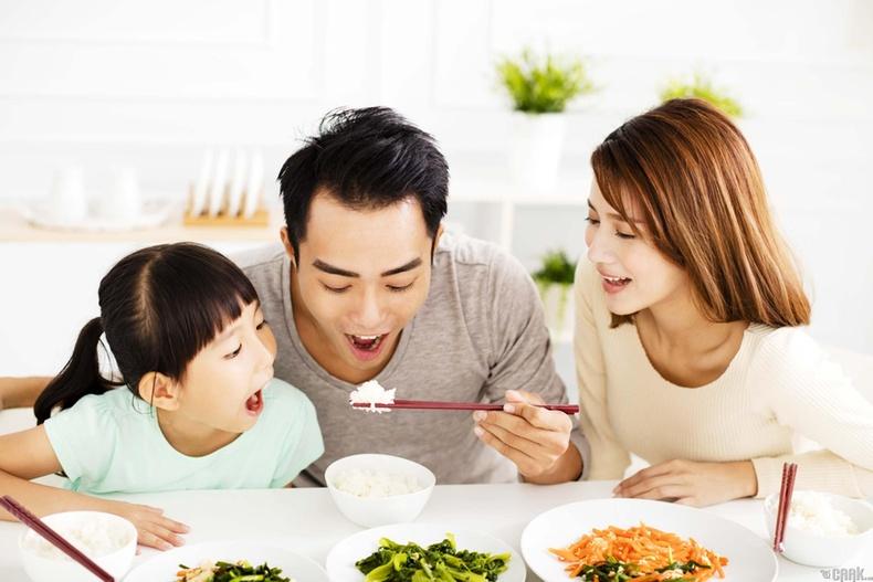 Хоолоо төдийлөн хязгаарлалгүйгээр найрла