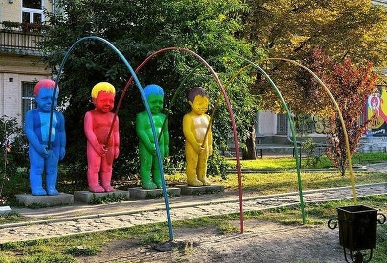 Морь харж буй өнгө өнгийн хөвгүүд