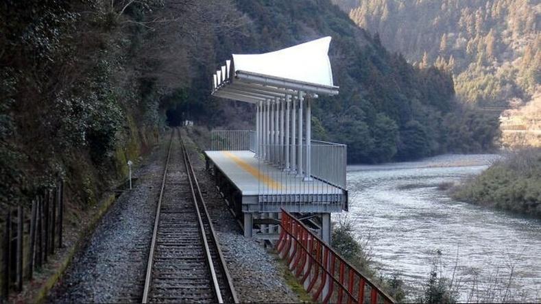 Галт тэрэгний зорчигчдод байгалийн сайхныг харуулах зогсоол