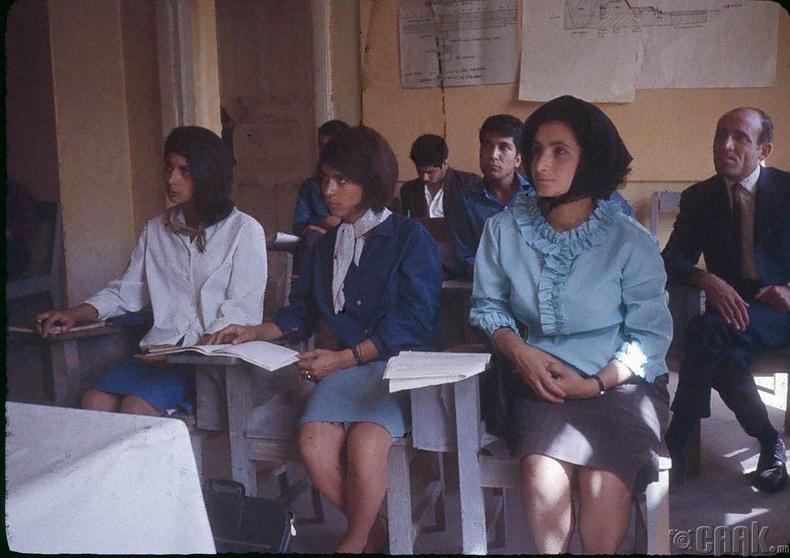 Кабул дахь багшийн коллежийн оюутнууд