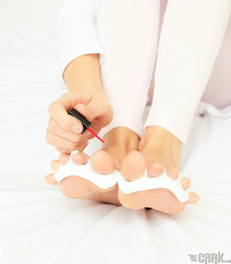 Хөлийн хумсаа будах