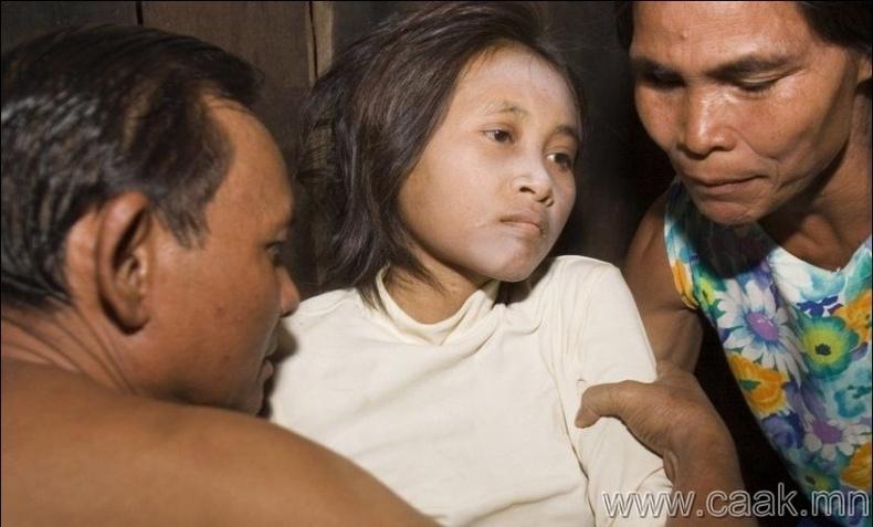 Камбож охин 19 жил ширэнгэн ойд амьдарчээ.