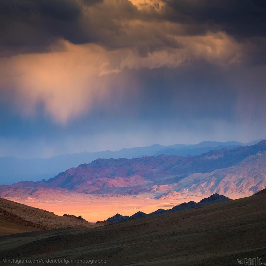 Монгол Алтайн нуруунд. Говь-Алтай аймаг