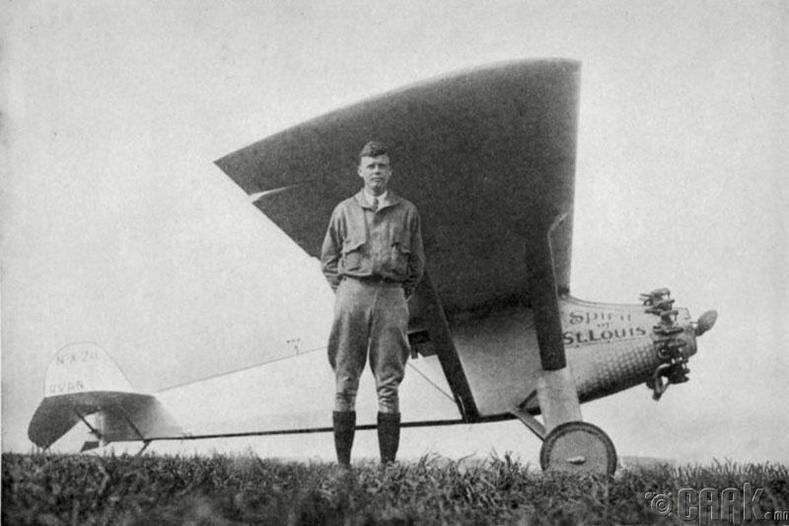 Атлантын далайг онгоцоор гаталсан анхны хүн Чарльз Линдберг биш