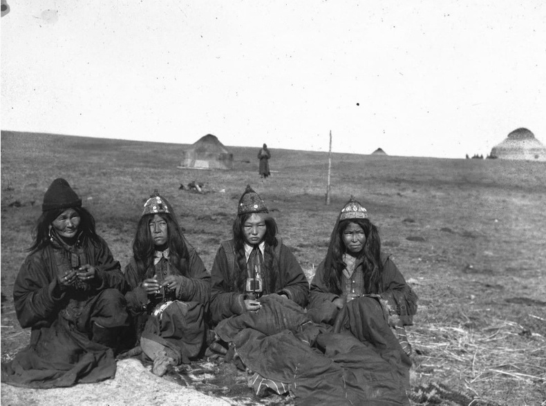 Өөлд монгол бүсгүйчүүд, 1900-аад он