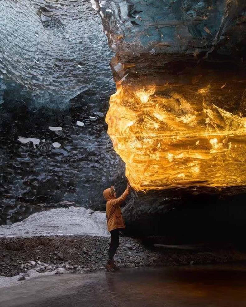 Исланд дахь мөсөн агуй