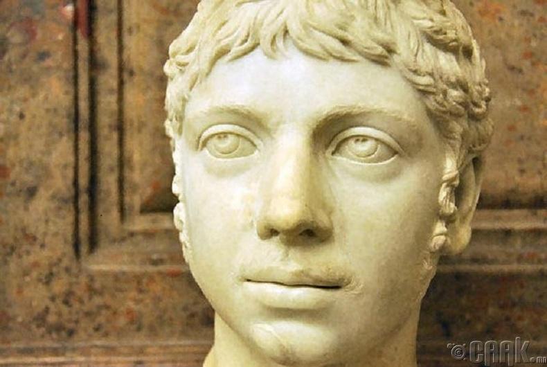 Ромыг хүйсээ солиулсан хаан удирдаж байсан