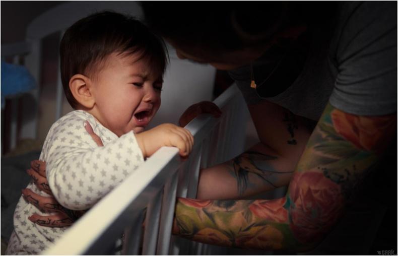 Хүүхдийг нойрноос нь сэрээгээд хооллож болно