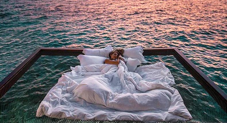 Далай дээр, оддыг харан шөнийг өнгөрүүлэх боломжтой зочид буудал