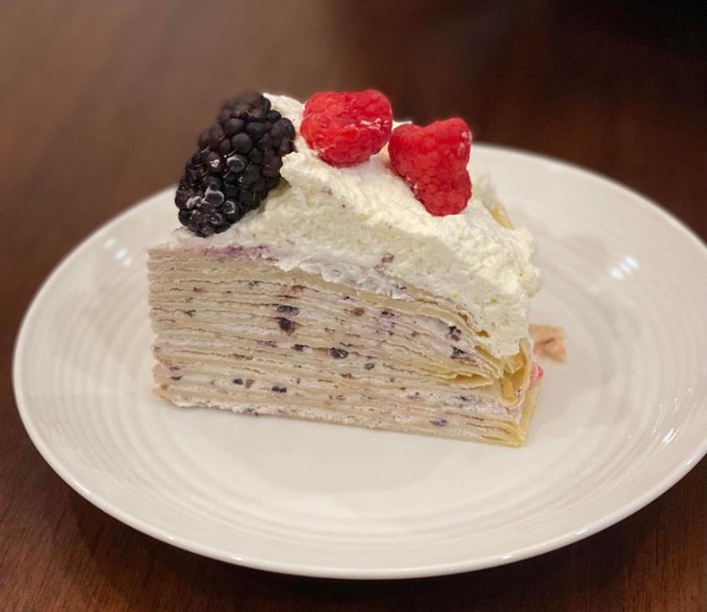 Бөөрөлзгөнөтэй бялуу. Үүнд хүрч үзэх хэн байна уу?