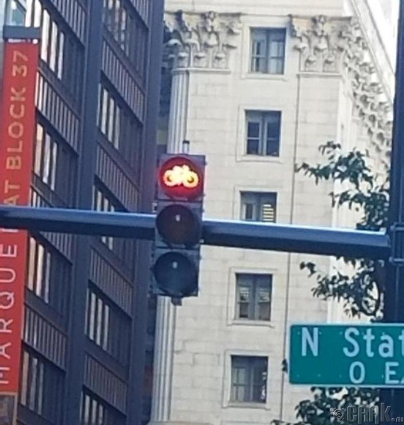 АНУ-д унадаг дугуйнд тусгайлан зориулсан замын хөдөлгөөний гэрэл бий
