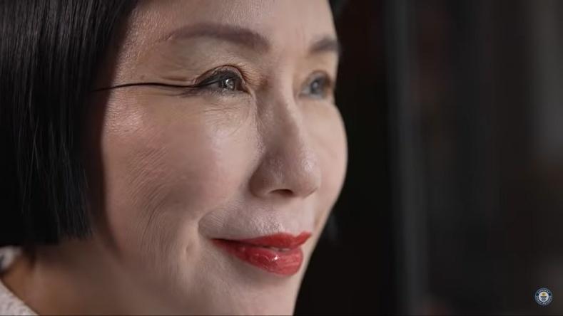 Дэлхийн хамгийн урт сормуустай эмэгтэй