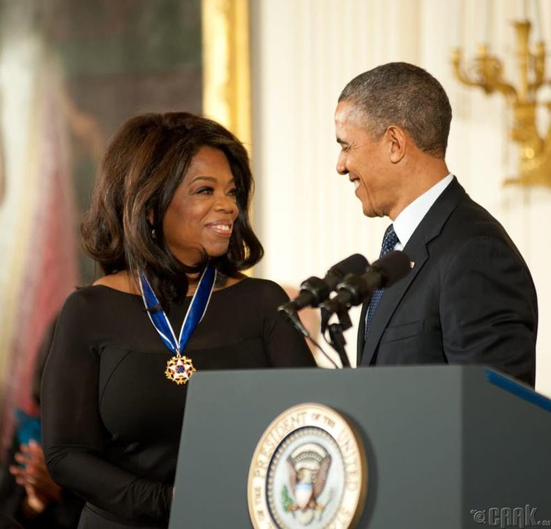 """Ерөнхийлөгчөөс """"Эрх чөлөөний одон медаль"""" гардаж авсан"""