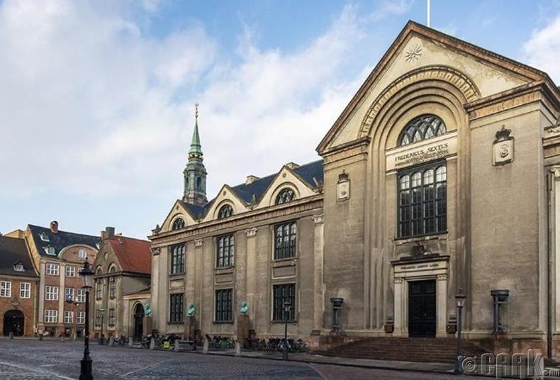 """Copenhagen""-ийн их сургууль, Дани - 1,620 доллар"