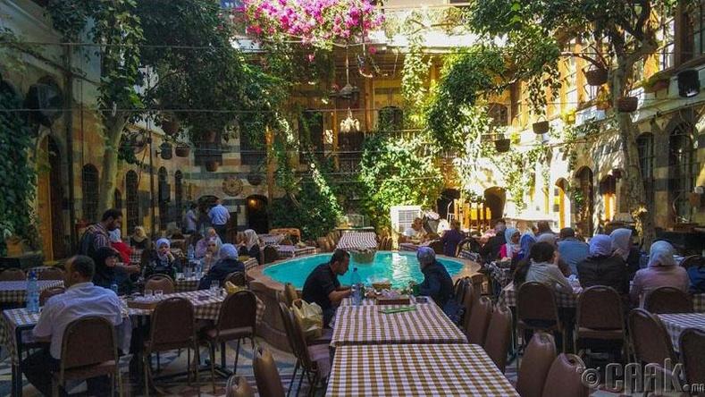 Сири улсын нийслэл Дамаск хот дахь ресторан