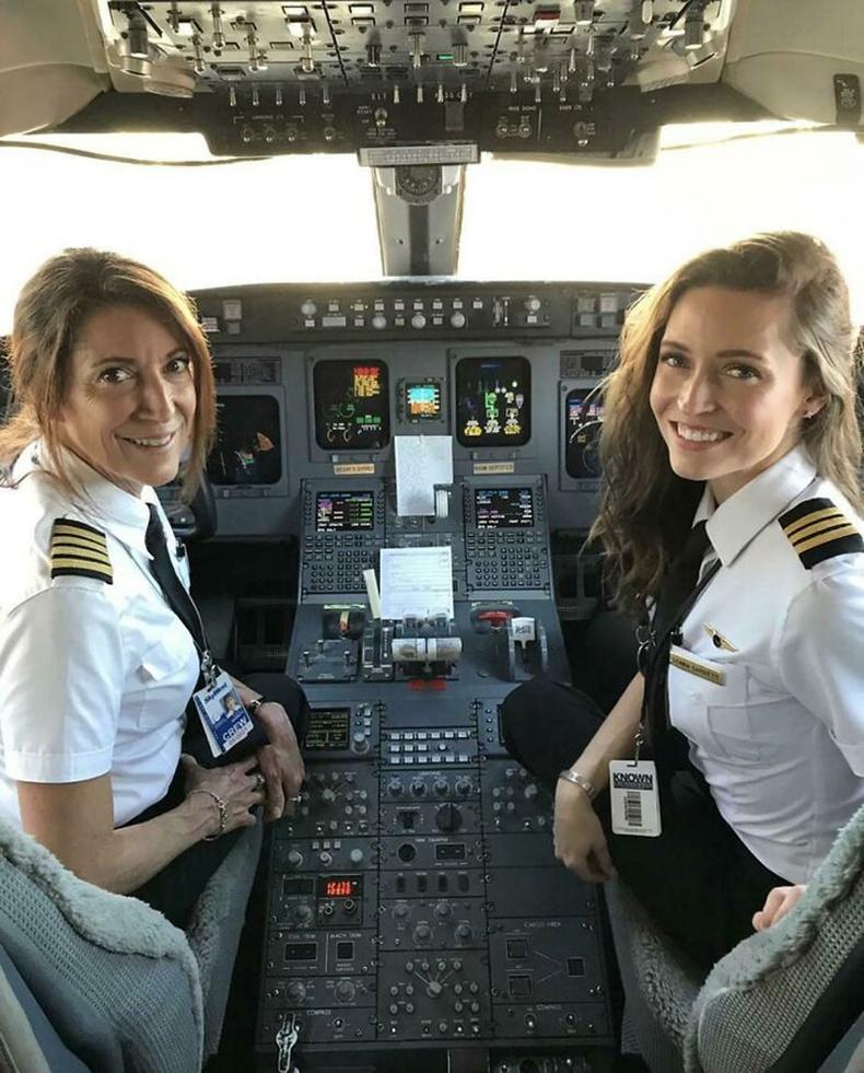 Ахмад Сюзи Гарретт, түүний том охин Донна нар гэр бүлийн гишүүдээс бүрдсэн анхны нислэгийн баг болсон байна.