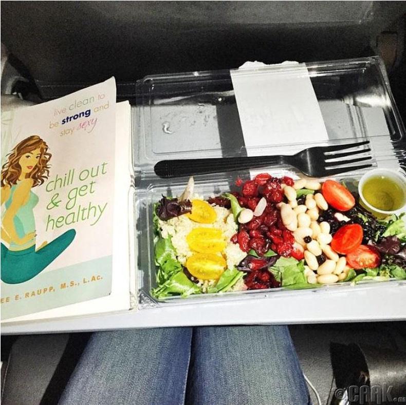 "Америкийн ""JetBlue""- Киноа шош, цэцэгт байцаатай салат"