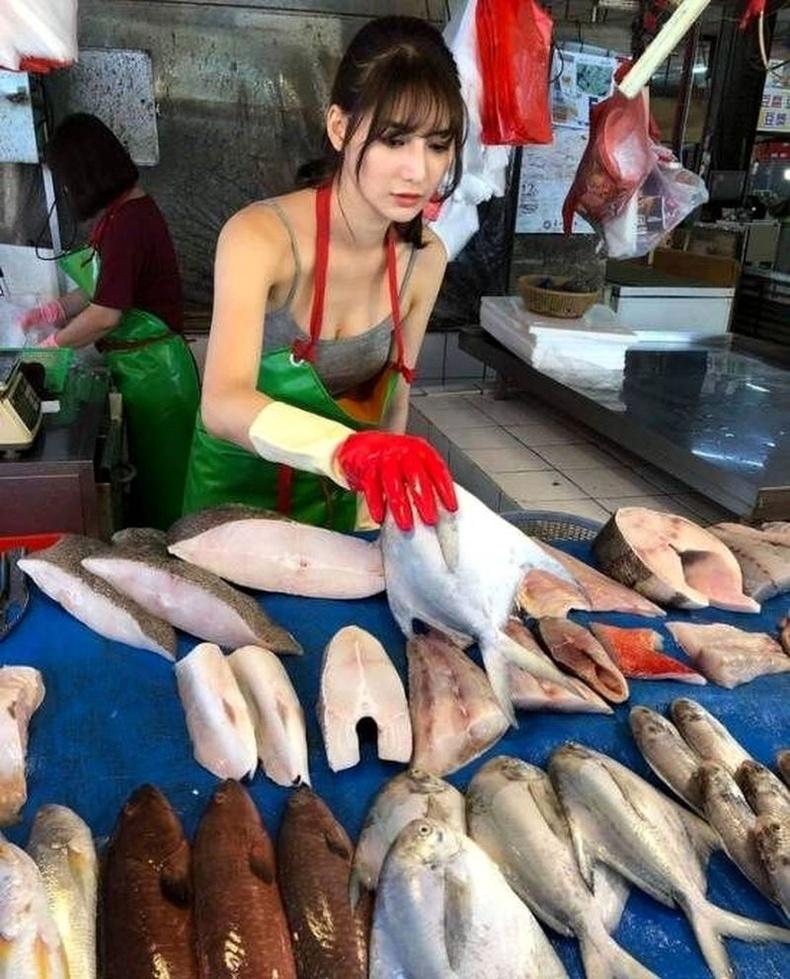 Зураг нийтлэгдсэнээс ганцхан өдрийн дараа түүний загасыг худалдаж авах хүсэлтэй үйлчлүүлэгчдийн хөл тасрахаа болив.
