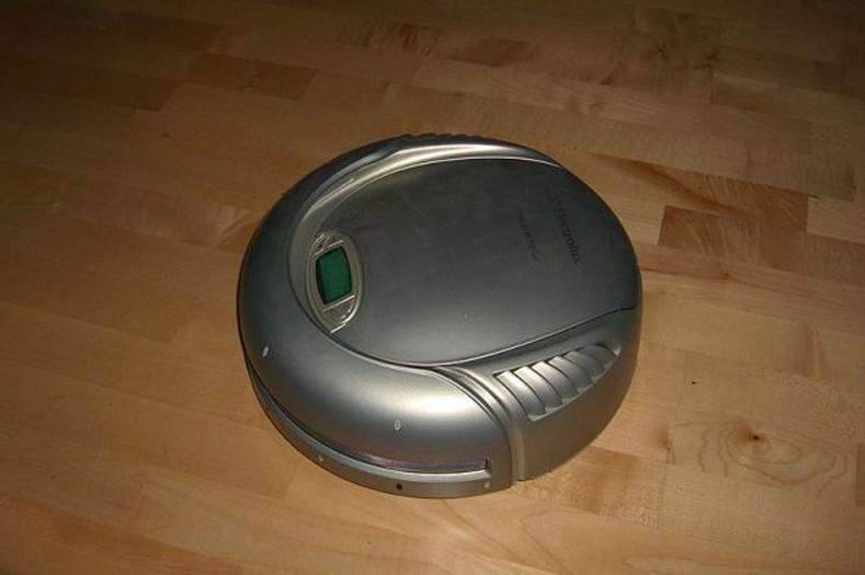 Хамгийн анхны автомат тоос сорогч Electrolux Trilobite, Швед - 1996 он