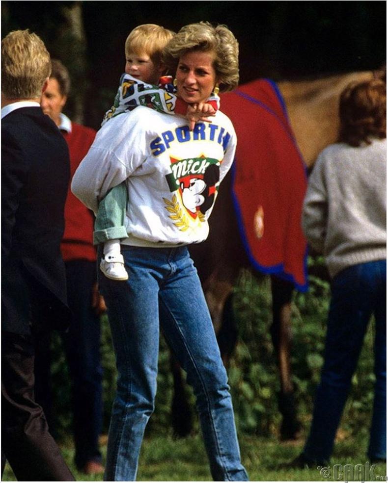 """Диана (Diana) гүнж """"Disney land""""-д хүүгийн хамт, 1987 он"""