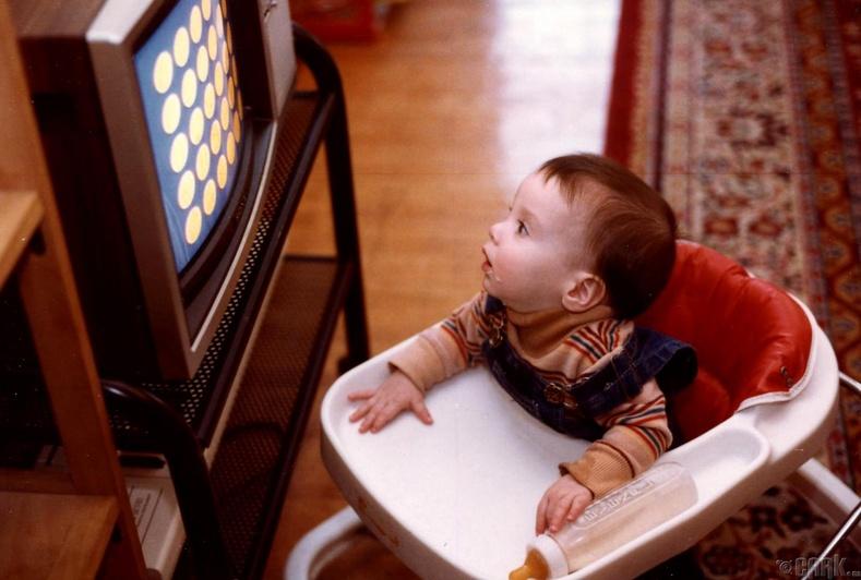 Хүүхдийг унтахын өмнө дэлгэцээс хол байлгах