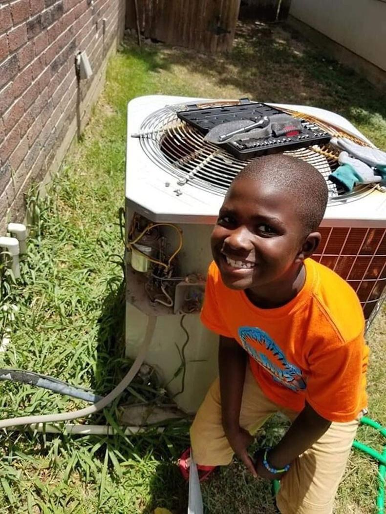 11 настай хүү шал суулгаж чаддаг болсноор зогсохгүй агааржуулагч ч мөн засаж чадна