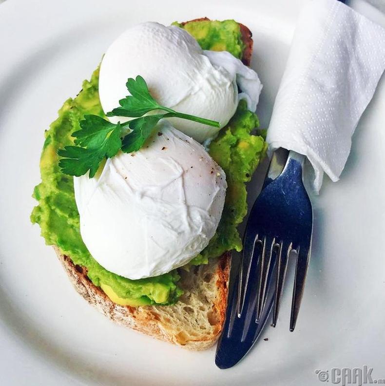 Өглөөний цайндаа зургаан өндөг идэх