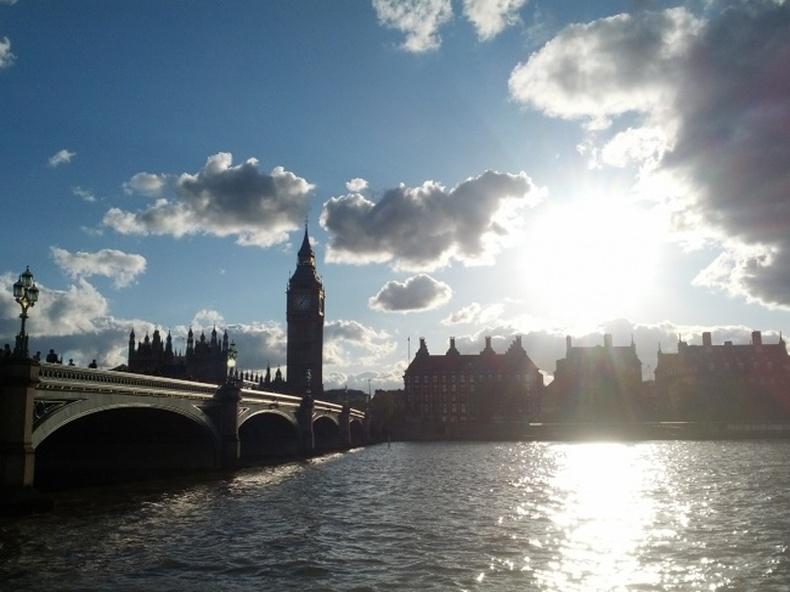 Лондонд мөнхийн бороо ордоггүй