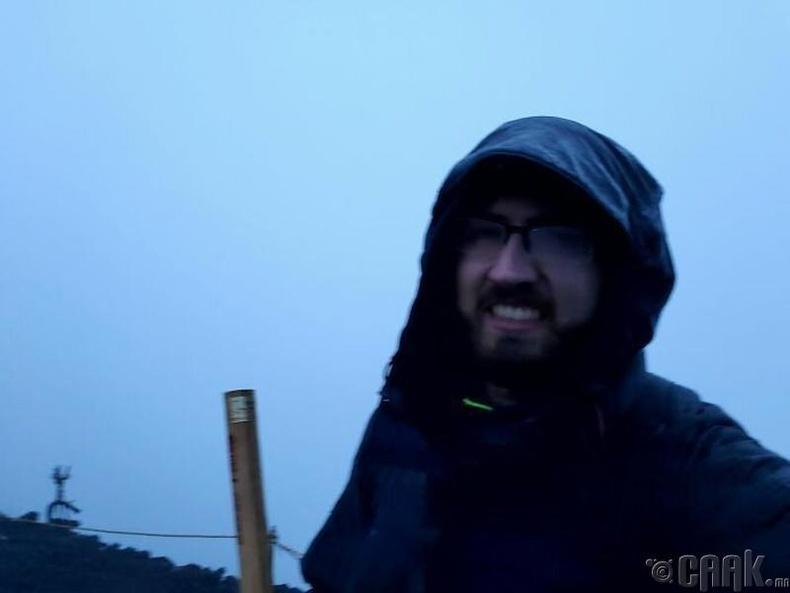 Фүжи уул руу өглөөний 4:30 минутанд авиртал манангаас өөр юу ч байсангүй