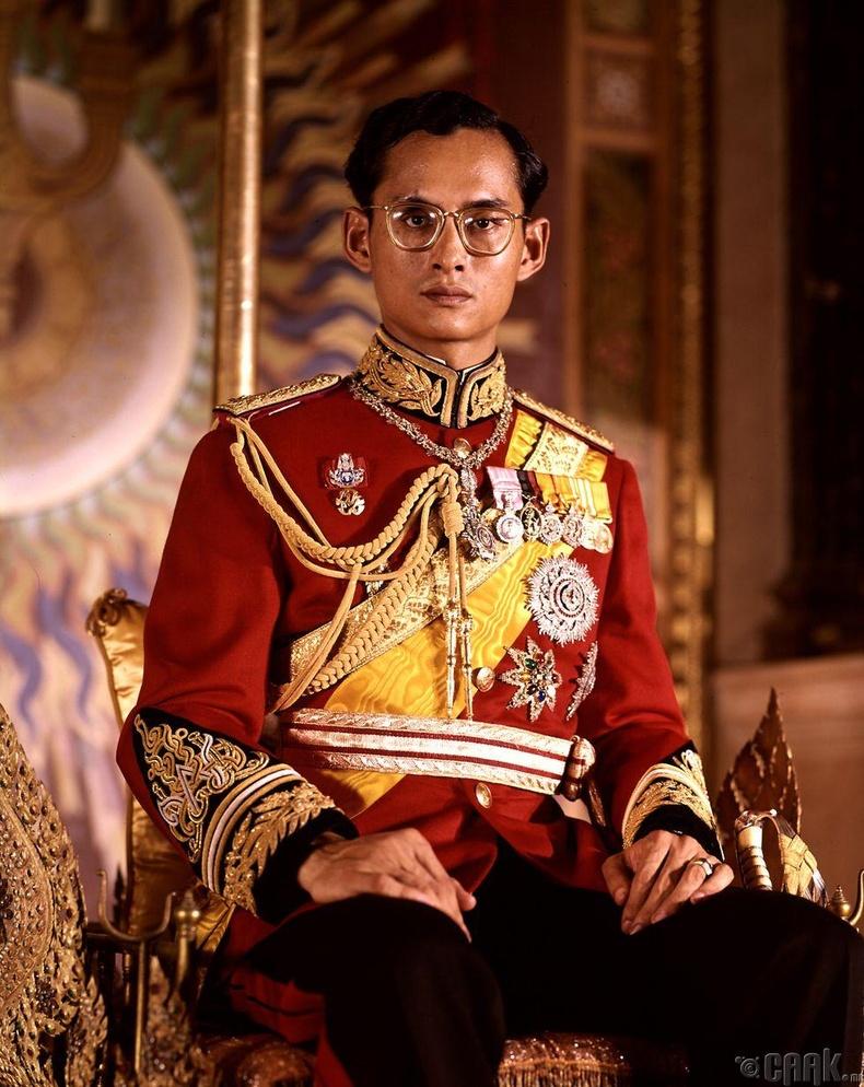 Пхумипон Адульядет (1950 — 2016)