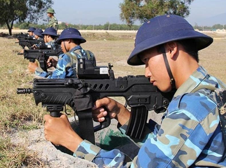 Вьетнамын тэнгисийн цэргийнхэн шинэ Tar-21 автоматаар сургуулилж байна