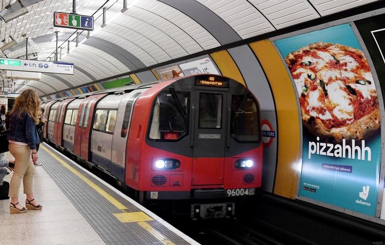 Лондонгийн метро баригдах үед Англичууд хэрэгтнийг олон нийтэд нээлттэйгээр дүүжилж цаазалдаг хэвээрээ байв (1868)