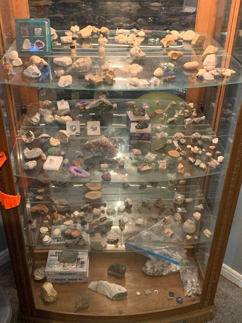 9 настай хүүхдийн чулууны цуглуулга