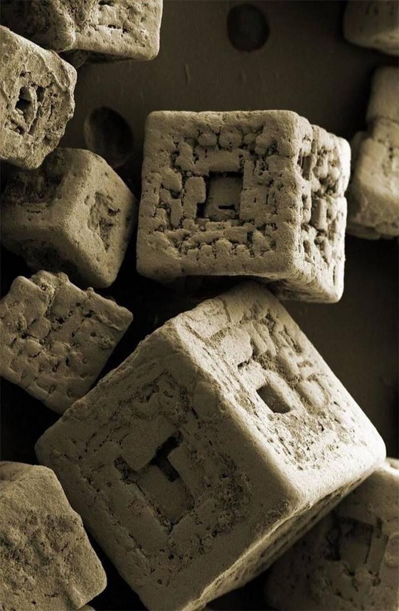 Электрон микроскопын тусламжтайгаар давсны ширхэгийг томруулан харвал