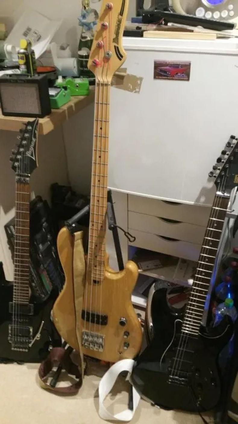 Эзнээсээ ч олон зүйл үзэж туулсан гитар