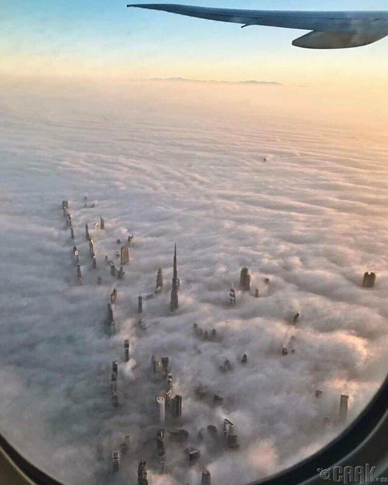 Үүлсийн дундах Дубайн өндөр барилгууд
